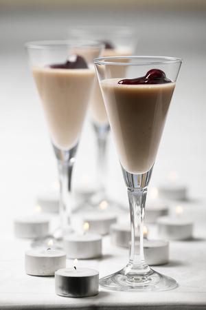 Yoghurtfromage med kirsebær
