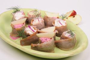 Sild med boysenbær og æblesalat