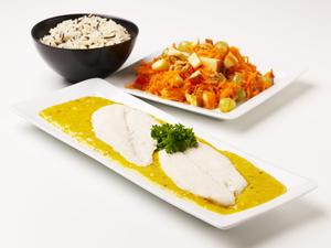 Fisk i orientalsk karrysauce m/gulerodssalat med et pift