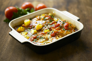 Koteletter i fad med fersken og basilikum relish